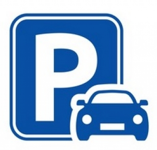 Parking Clsoe to the beach in Cala Mayor